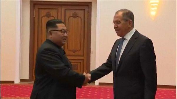 Sergei Lavrov reúne-se com líder norte-coreano em Pyongyang