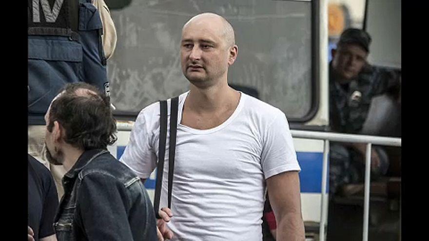 Nemzetközi tiltakozás az orosz újságíró megjátszott gyilkossága ellen