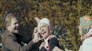 ممثلة مصرية تتعرض للعنصرية أثناء تصويرها مسلسل في المجر