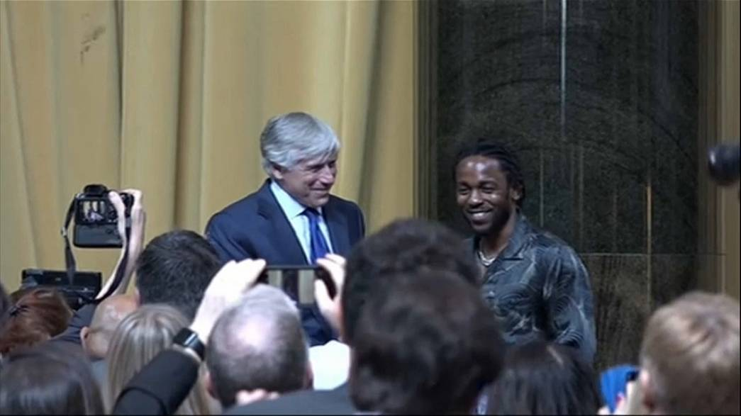Kendrick Lamar acepta el Pulitzer de música por 'Damn'