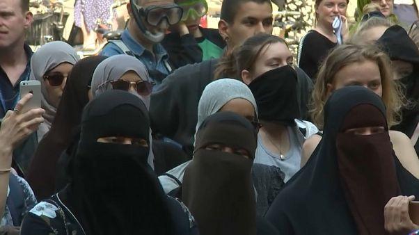 شاهد: مظاهرات ضد منع الدنمارك للبرقع بالأماكن العامة