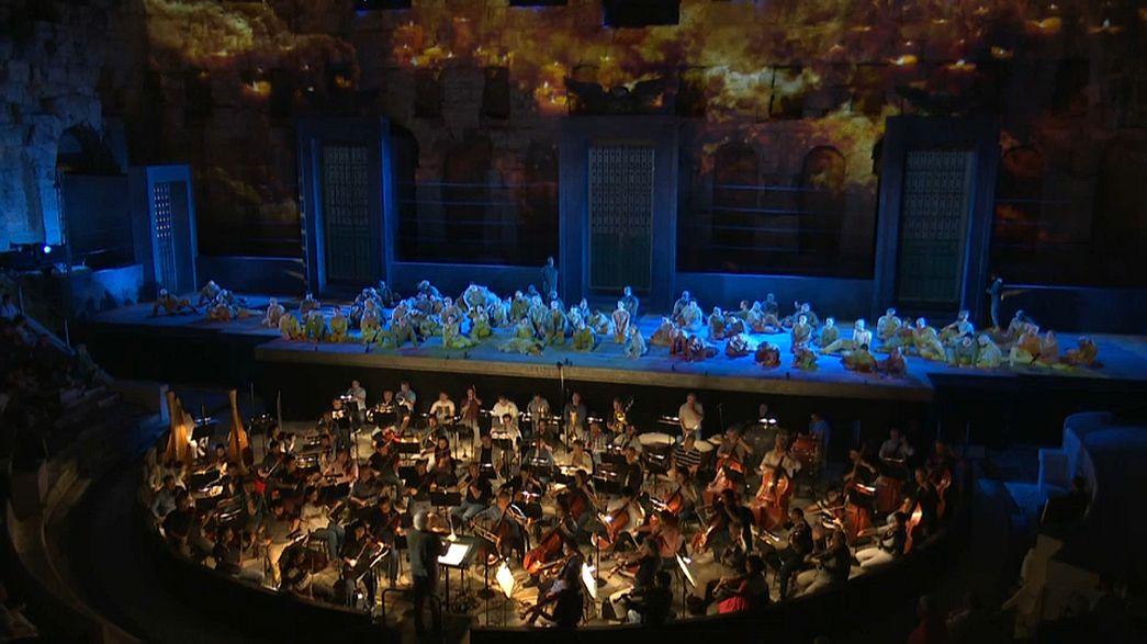 Ópera gratis junto a la Acrópolis de Atenas