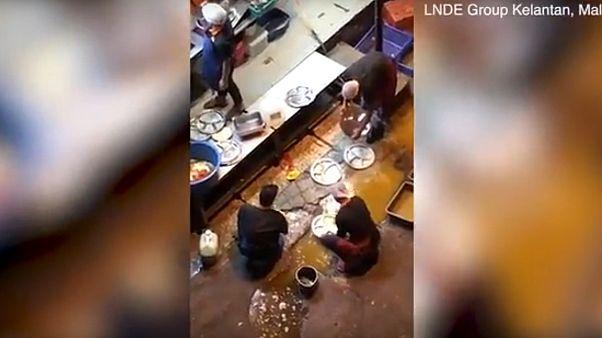 Лужа вместо раковины: как мыли посуду в ресторане в Малайзии?