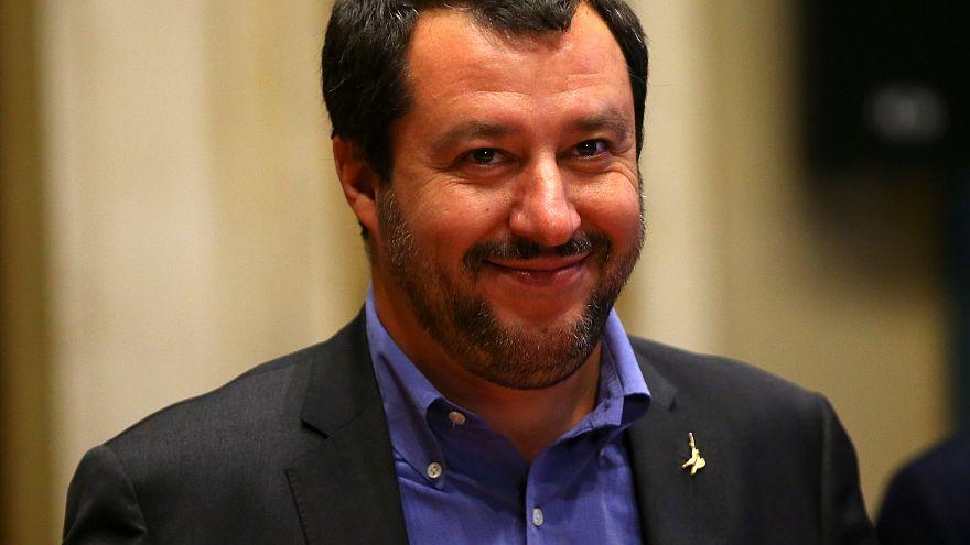 Salvini felülvizsgálná a migránsok pénztámogatását