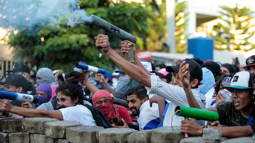متظاهرون يطلقون قذائف هاون منزلية الصنع في نيكاراغوا - المصدر: رويترز.