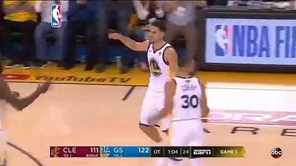 NBA-döntő: hosszabbítás után előnyben a címvédő