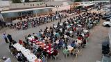 شاهد: مركز احتجاز المهاحرين غير الشرعيين بطرابس يقيم إفطارا جماعيا