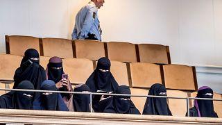 Tilos a teljes arcot elfedő lepel közterületen Dániában