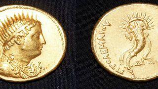 اكتشاف قطعة نقدية ذهبية يعود تاريخها إلى 2200 سنة في مصر