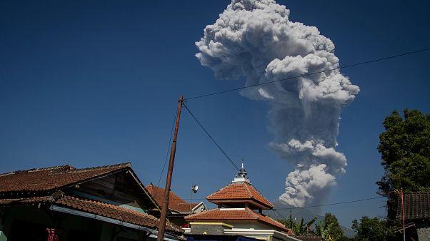 Неспокойный вулкан Мерапи