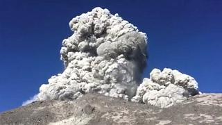 Η στιγμή έκρηξης του ηφαιστείου