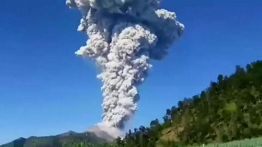 Vulkan Merapi: Kilometerhohe Aschefontäne
