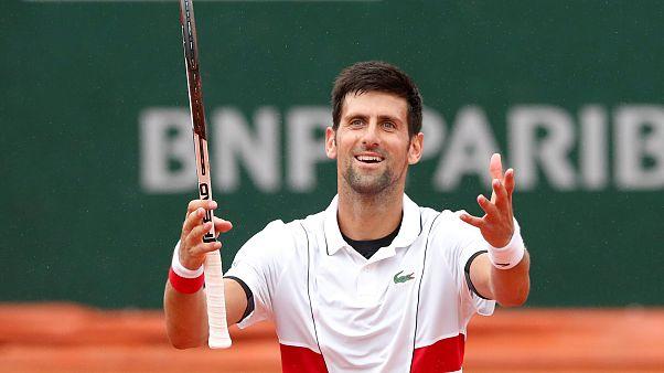 Djokovic y Zverev sufren para llegar a octavos de Roland Garros