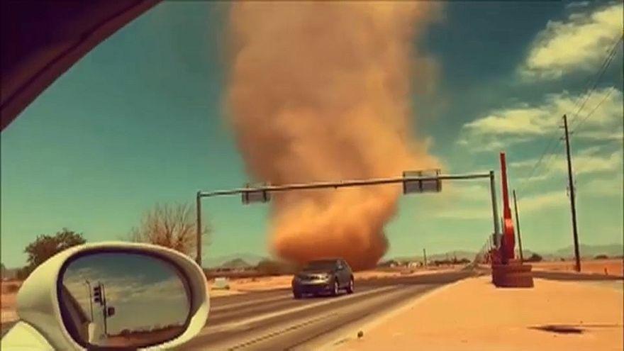 Arizona: Staubteufel im Schlepptau