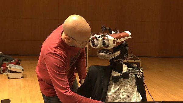 Un maestro robot au piano