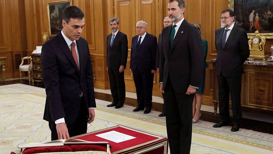 Педро Санчес присягнул королю