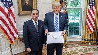 Twitter mocks Trump over giant letter from Kim Jong-un