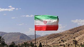 تحطم طائرة عسكرية إيرانية قرب أصفهان ونجاة الطياريْن في آخر لحظة