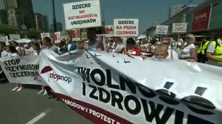 Manifestación contra la vacunación obligatoria en Polonia