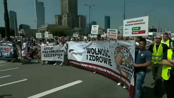 احتجاج على اللقاحات الإجبارية للأطفال في وارسو