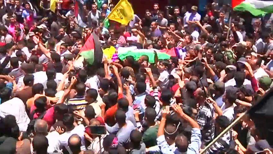 Milhares no funeral da enfermeira palestiniana morta na Faixa de Gaza