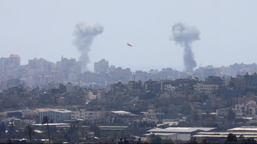 Imagem de Gaza após um outro ataque israelita a alehgados alvos do Hamas