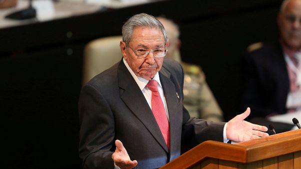 Küba'nın yeni anayasasında Castro'nun imzası olacak