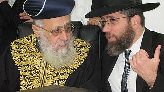 حفيد حاخام إسرائيل الأكبر عوفاديا يوسف يتزوج رجلا