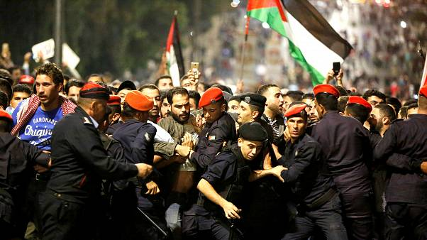 Ürdün'de hükümet protesto edildi