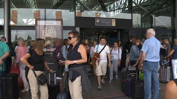 Elektrik kesintisi havalimanı kapattı