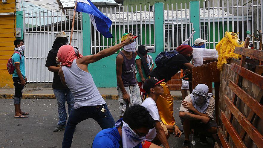 Nikaragua'da şiddetli protesto eylemleri sürüyor