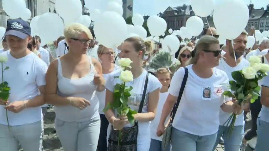 Terör kurbanları anısına Belçika'nın Liege kenti beyaza büründü