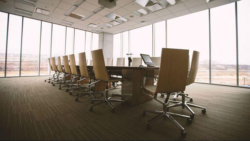 بریتانیا: استدلال شرکتها برای جلوگیری از پیشرفت شغلی زنان «شرمآور» است