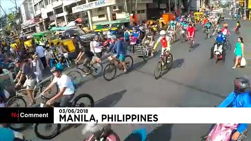 Önkéntesek tisztították meg Manilát