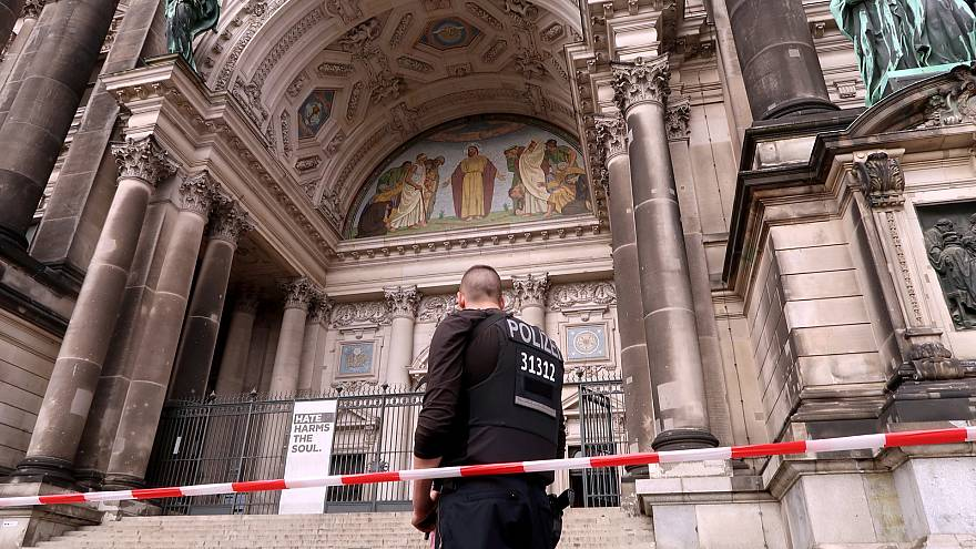 Germany: Police shoot 'rampaging' man at Berlin Cathedral