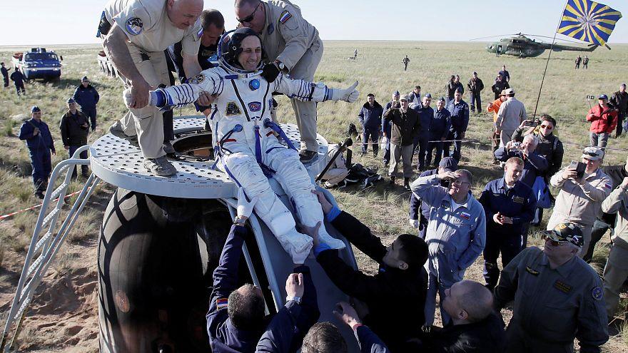 Soyuz kapsülü üç yolcusuyla birlikte dünyaya döndü