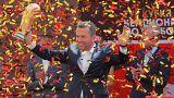 كشف النجم  السابق لكرة القدم، الألماني لوتار ماتيوس النقاب عن الكأس الذهبية