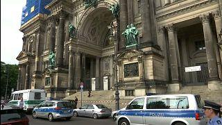 """الشرطة الألمانية تطلق النار على رجل """"في حالة هياج"""" بكاتدرائية برلين"""