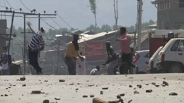 Clashes continue in Srinagar