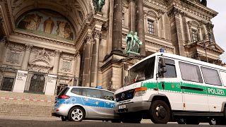 Nem iszlamista támadó fenyegetőzött a berlini dómban