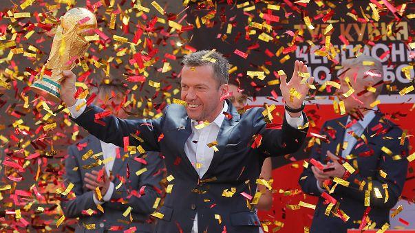 Lothar Matthäus volta a levantar troféu de Campeão do Mundo