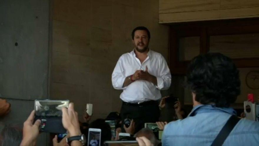 Salvini reafirma en Sicilia su intención de expulsar a los inmigrantes