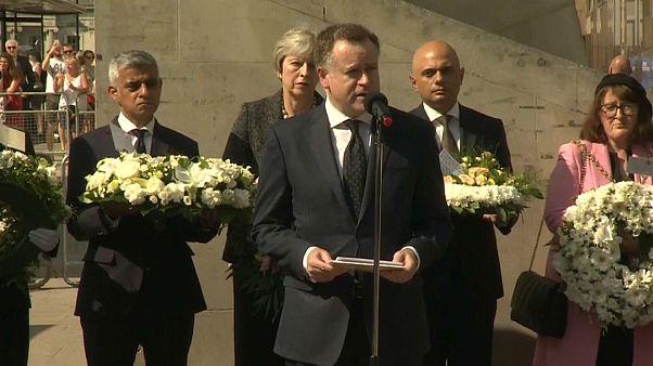 Londres homenageia vítimas de ataque de há um ano
