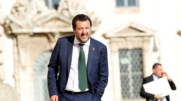 Salvini procura soluções para a crise migratória