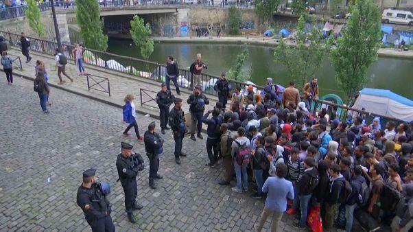 تواصل عمليات اخلاء مخيمات المهاجرين العشوائية بباريس