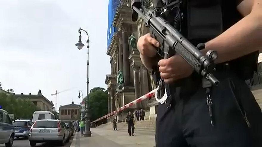 Nem terrorista: zavart volt a berlini késes támadó