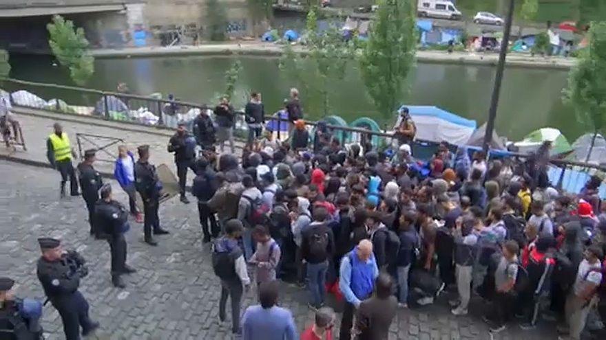 Polícia desmantela últimos campos de refugiados em Paris