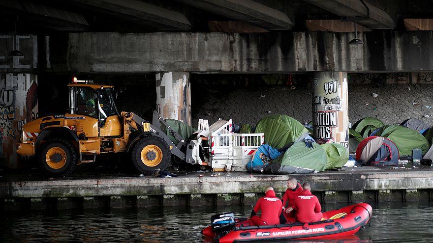 Paris räumt zwei weitere illegale Migrantenlager