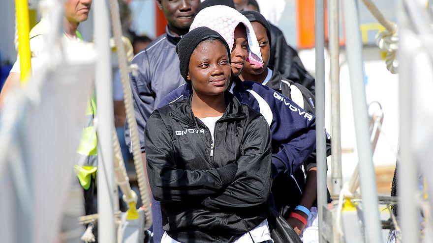 Viele afrikanische Flüchtlinge kommen auf Sizilien an.