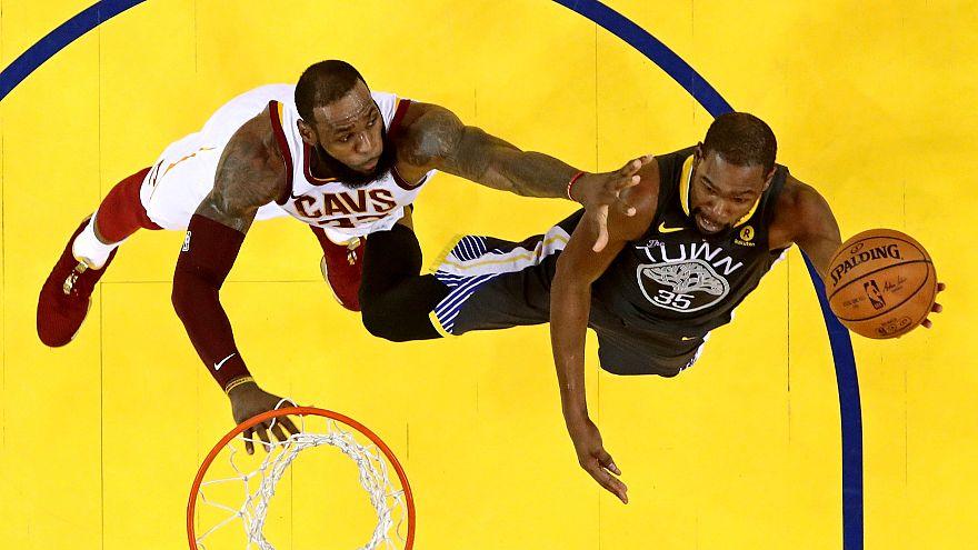 Finale NBA : Golden State creuse l'écart